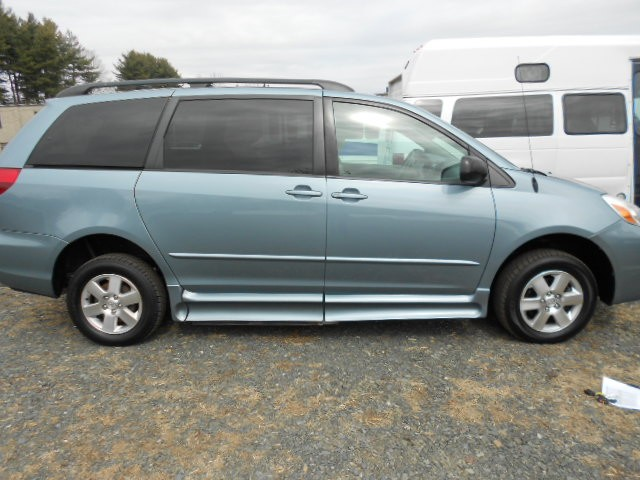 2005 Toyota Sienna LE Wheelchair van for sale in Connecticut. IMS Rampvan (Infloor)