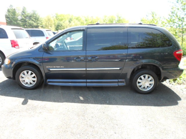 2007 Chrysler Town & Country Touring Wheelchair van for sale in Connecticut. BraunAbility Entervan