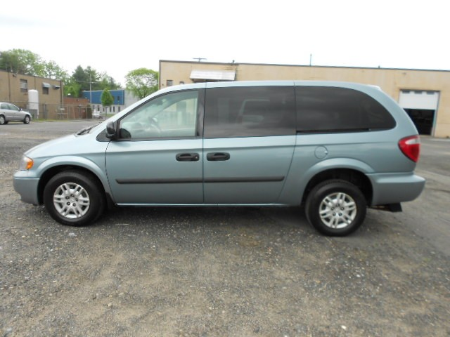 2005 Dodge Grand Caravan SE Wheelchair van for sale in Connecticut. Vision Rear Entry M. Ramp