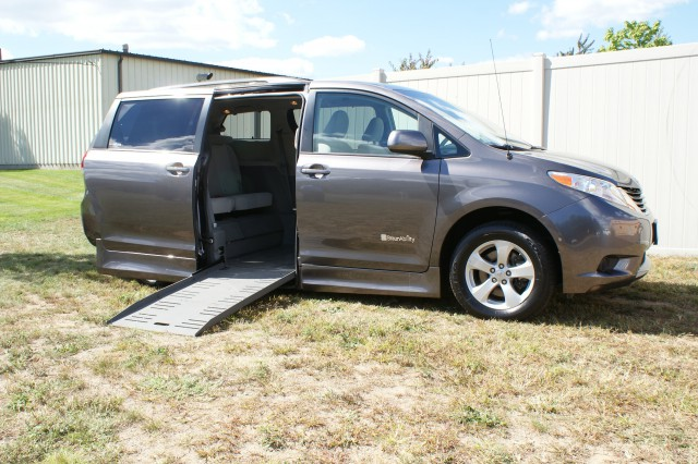 2012 Toyota Sienna LE Wheelchair van for sale in Connecticut. BraunAbility Rampvan
