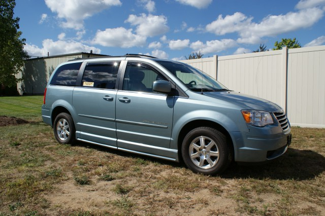 2008 Chrysler Town & Country Touring Wheelchair van for sale in Connecticut. BraunAbility Entervan
