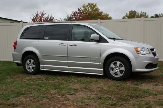 2012 Dodge Grand Caravan SXT Wheelchair van for sale in Connecticut. BraunAbility Entervan
