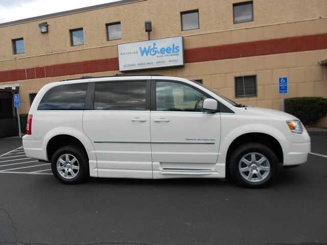 2010 Chrysler Town and Country Wheelchair van for sale in Connecticut. BraunAbility Chrysler Entervan XT