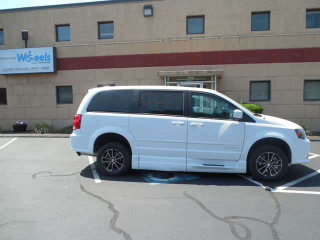 2015 Dodge Grand Caravan Wheelchair van for sale in Connecticut. BraunAbility Chrysler Entervan XT