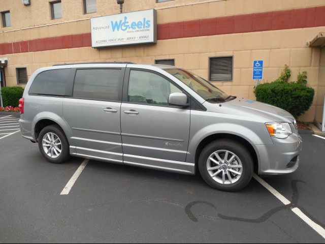 2015 Dodge Grand Caravan Wheelchair van for sale in Connecticut. BraunAbility Dodge Entervan II