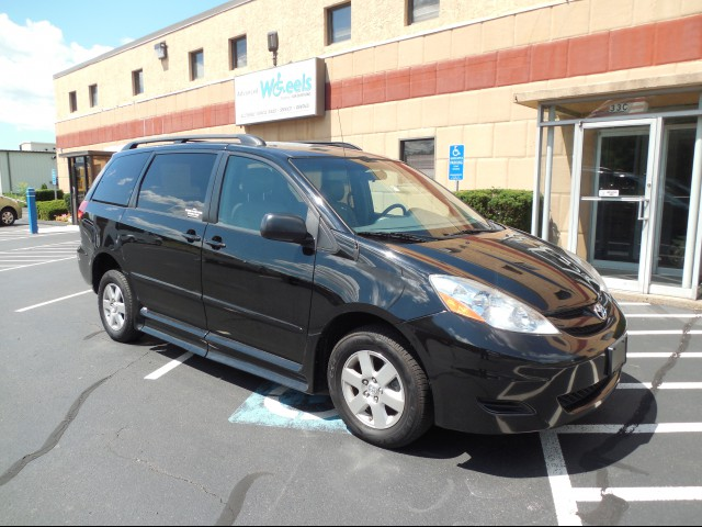 2008 Toyota Sienna Wheelchair van for sale in Connecticut. BraunAbility Toyota Rampvan Xi