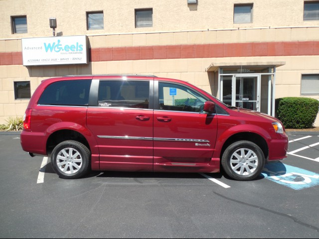 2014 Chrysler Town and Country Wheelchair van for sale in Connecticut. BraunAbility Chrysler Entervan XT